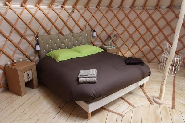 met bed in yurt